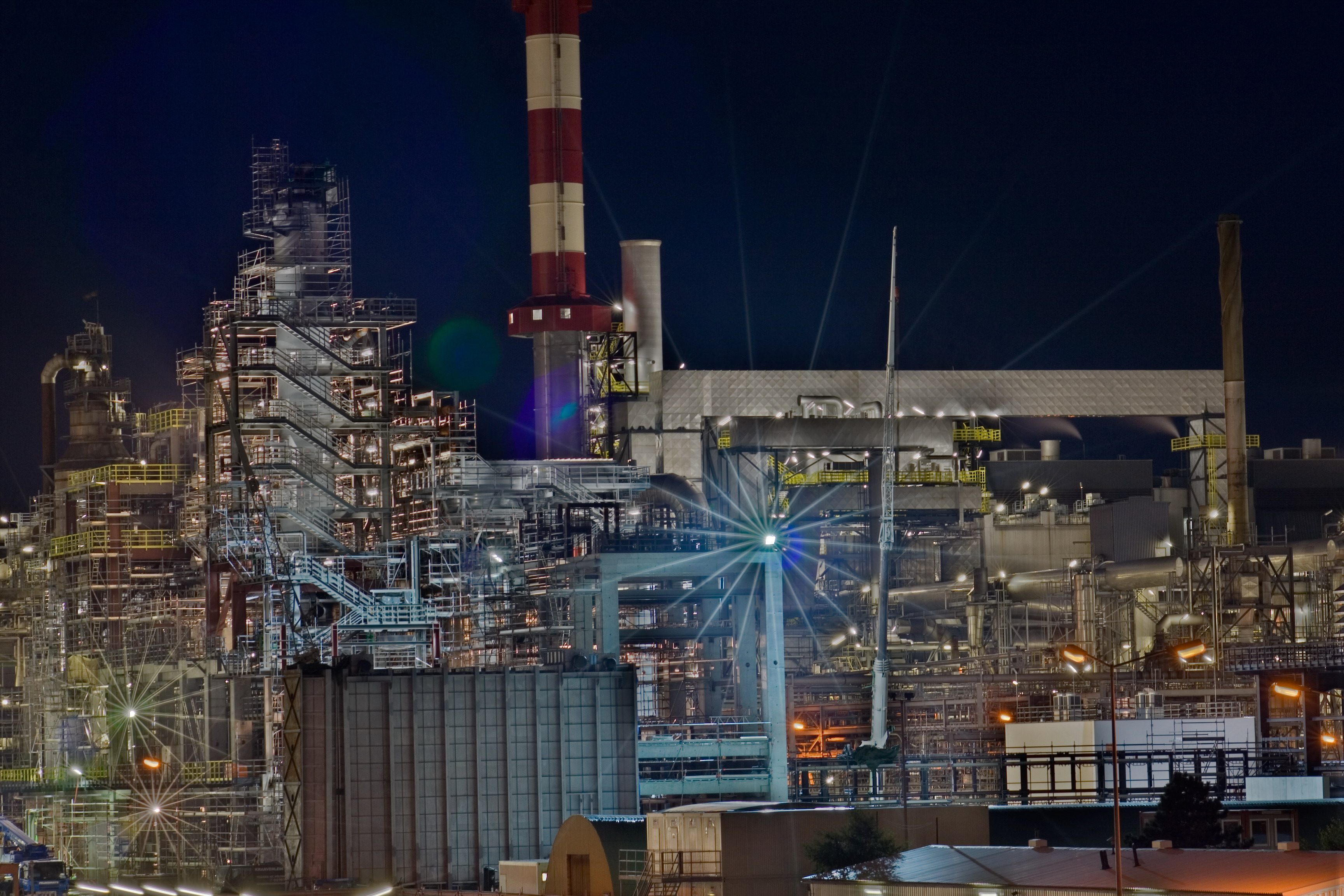 Fullsize Schwechat Refinery DRI Night